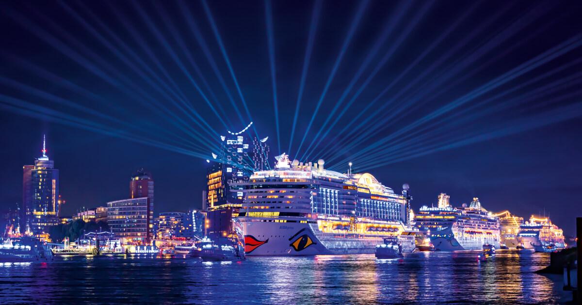 Schiffsparade Und Feuerwerk Hamburg Cruise Days Mit Aida